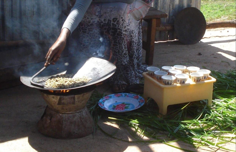 MKR Kaffeezeremonie äthiopien 3 e1550742433743 - So geht Kaffee auf Äthiopisch - die äthiopische Kaffeezeremonie